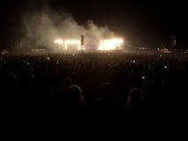 Multidão do concerto de rocha fotos de stock royalty free