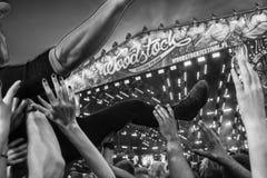 Multidão do concerto de rocha em Przystanek Woodstock 2014 Imagens de Stock