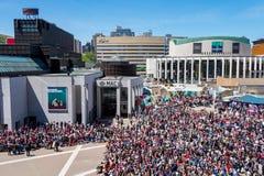 Multidão em artes do DES do lugar em Montreal fotografia de stock royalty free