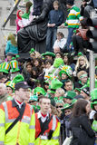 Multidão em Dublin no dia do St. Patrick Foto de Stock