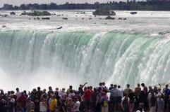 Multidão em Niagara Falls Fotografia de Stock