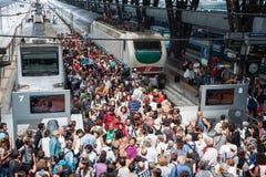 Multidão na estação Imagens de Stock Royalty Free