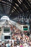 Multidão na estação Imagens de Stock