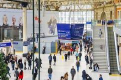 Multidão na estação de Waterloo, Londres foto de stock royalty free