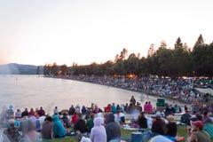 Multidão na praia Imagem de Stock Royalty Free