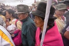 Multidão nativa do kechwa na procissão da Páscoa em Equador Foto de Stock
