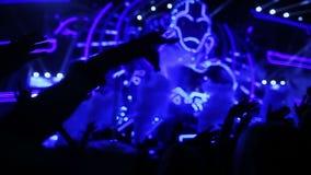 Multidão no concerto vídeos de arquivo