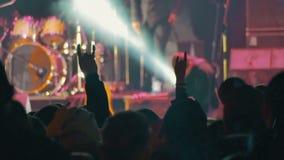 Multidão no concerto de rocha filme