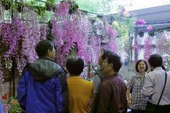 Multidão no mercado da flor da cidade de taipei Imagens de Stock