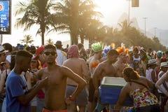 Multidão que comemora o carnaval Ipanema Rio de janeiro Brazil fotografia de stock