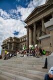 Multidão recolhida nas etapas principais Fotos de Stock Royalty Free