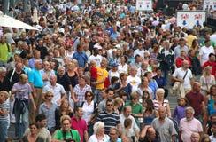 Multidões de Amsterdão da vela Fotografia de Stock Royalty Free