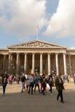 Multidões fora de British Museum, Londres Imagens de Stock Royalty Free