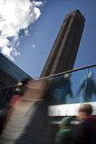 Multidões no Tate Modern, Londres imagens de stock royalty free