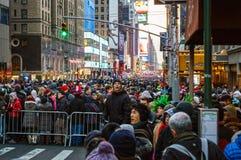 Multidões que recolhem a véspera de anos novos Fotografia de Stock Royalty Free