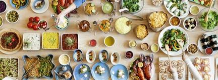 Multidão bem escolhida da refeição matinal que janta as opções do alimento que comem o conceito Imagem de Stock Royalty Free