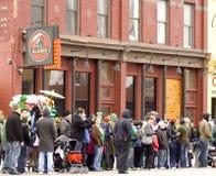 Multidão da parada do dia do St. Patricks Fotos de Stock Royalty Free