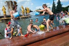 Multidão do flash da batalha da água Fotografia de Stock