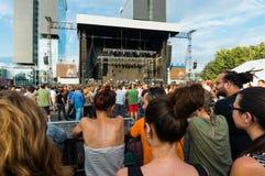 Multidão recolhida para o concerto Fotografia de Stock