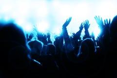 Multidão Sheering no concerto Imagem de Stock Royalty Free
