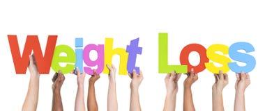 Multiethnische Arme angehoben, Text-Gewichtsverlust halten Stockbilder