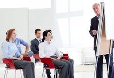 Multiethnische Geschäftsleute an einem Seminar Stockfotos