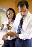 Multiethnische Geschäftsmann- und Geschäftsfraufunktion lizenzfreies stockbild