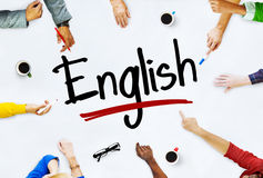 Multiethnische Gruppe von Kindern und von englischem Konzept stockbild