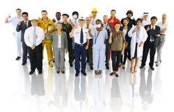 Multiethnische Gruppe von Personen in der Vielzahl-Besetzung stockbild