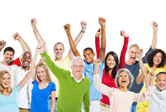 Multiethnische Gruppe von Personen, die ihre Arme anhebt Stockbild