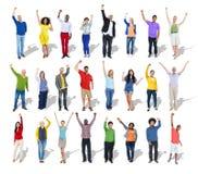 Multiethnische Gruppe von Personenen-Arme angehoben Stockbilder