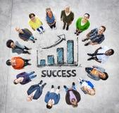 Multiethnische Gruppe von Personenen-und Erfolgs-Konzepte vektor abbildung
