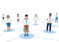 Multiethnische Kinder, die angeschlossen werden und Plakat gehalten sind Stockfotos
