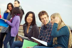 Multiethnische Studenten stockfotografie