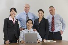 Multiethnisches Geschäftsteam lizenzfreie stockbilder