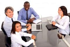 Multiethnisches Team während einer Sitzung Lizenzfreie Stockfotografie