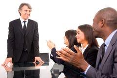 Multiethnisches Team während einer Sitzung stockfotografie