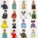 Multietnisk grupp av barn med dröm- jobbbegrepp Arkivbild