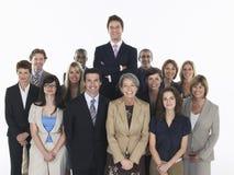 Multietniska ledare med affärsmannen Standing Taller Arkivfoto