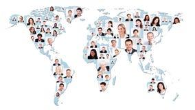 Multietniskt affärsfolk på världskarta Royaltyfri Bild