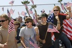Multietniskt folk med amerikanska flaggan Fotografering för Bildbyråer