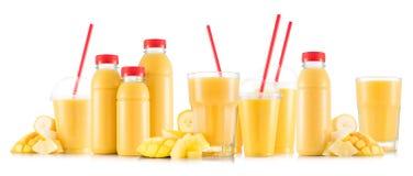 Multifruit-Smoothie in vielen Arten Gläser und Flaschen Lizenzfreies Stockbild
