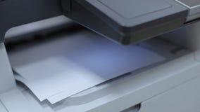Multifunctionele printer of kopieerapparaatbegindrukken stock footage