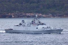Multifunktionale Fregatte Shivalik-klasseheimlichkeit INS Sahyadri F49 der indischen Marine Abreisesydney harbor stockbild