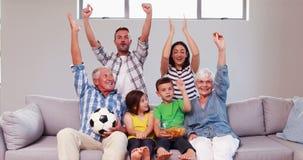 Multigeneratiefamilie het vieren doel stock video