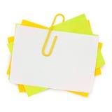 Multikleurennota met rode paperclip Stock Afbeelding