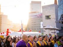 Multikulturelle Menge, die in Melbourne betet stockfotografie