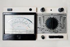 Multimètre électrique d'appareil de contrôle de vieil ampèremètre numérique soviétique de vintage Photos libres de droits