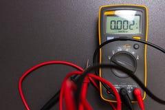 Multimètre électrique Outil d'électricien pour l'essai et la mesure image libre de droits