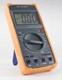 Multimètre de Digital noir avec le pare-chocs orange Image stock